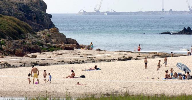 Tercera victoria en 2013: Arteixo retira la prohibición del nudismo de su ordenanza de playas