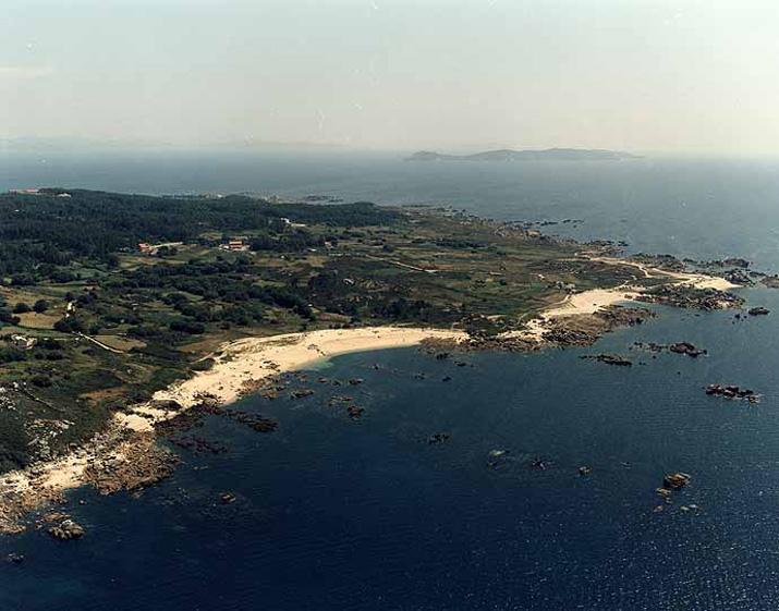 Playa nudista en O Grove, Pontevedra, Playa Castiñeira