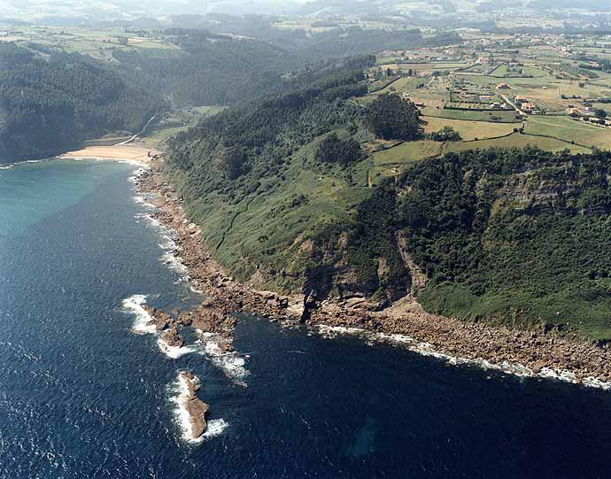 Playas nudistas de asturias federaci n espa ola de naturismo for Hostal ciudad jardin malaga