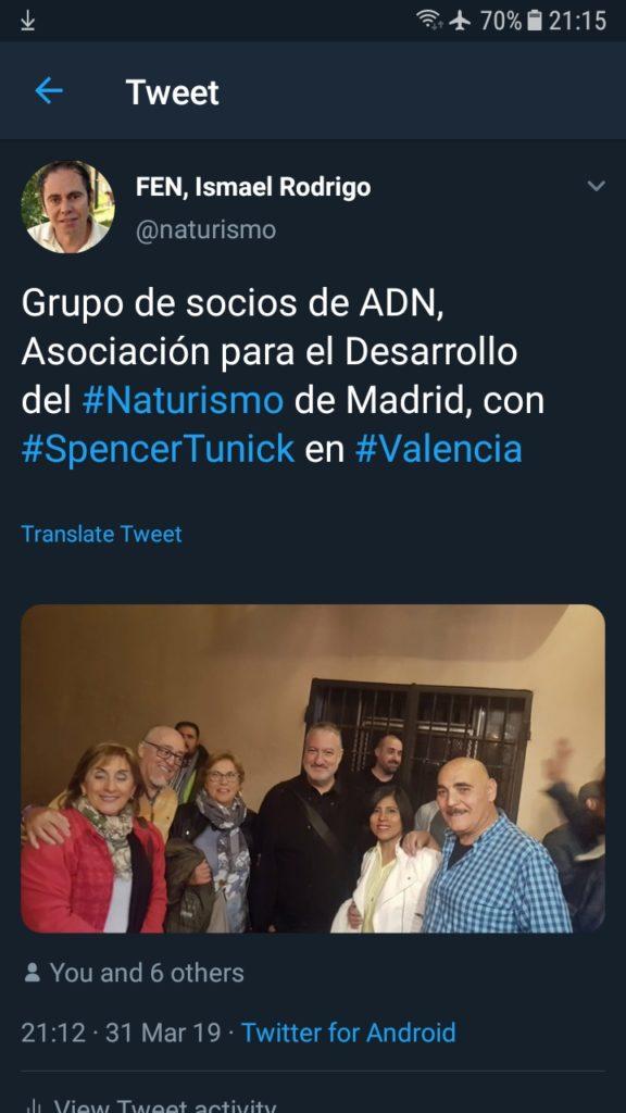 Spencer Tunick con socios de ADN tras la performance de Valencia